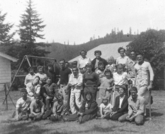 160-467-14-6-group-portrait-of-campers