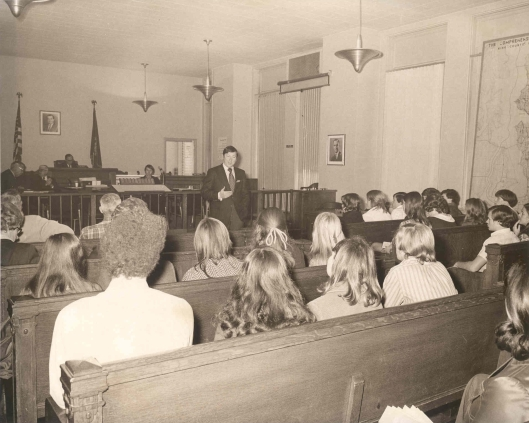 413-2-212_Students_InCouncilChambers_1971_92.0.0190