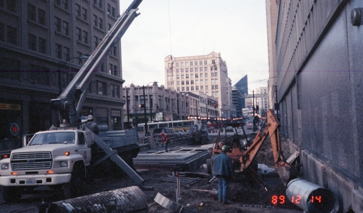 Station construction (Dec 14, 1989)